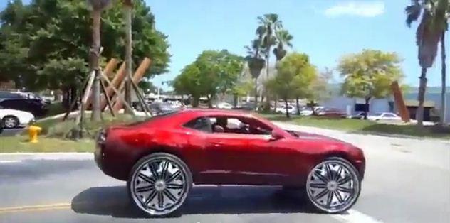 Camaro примеряет гигантские колеса