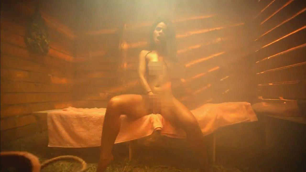 муз клип с голыми конечно же