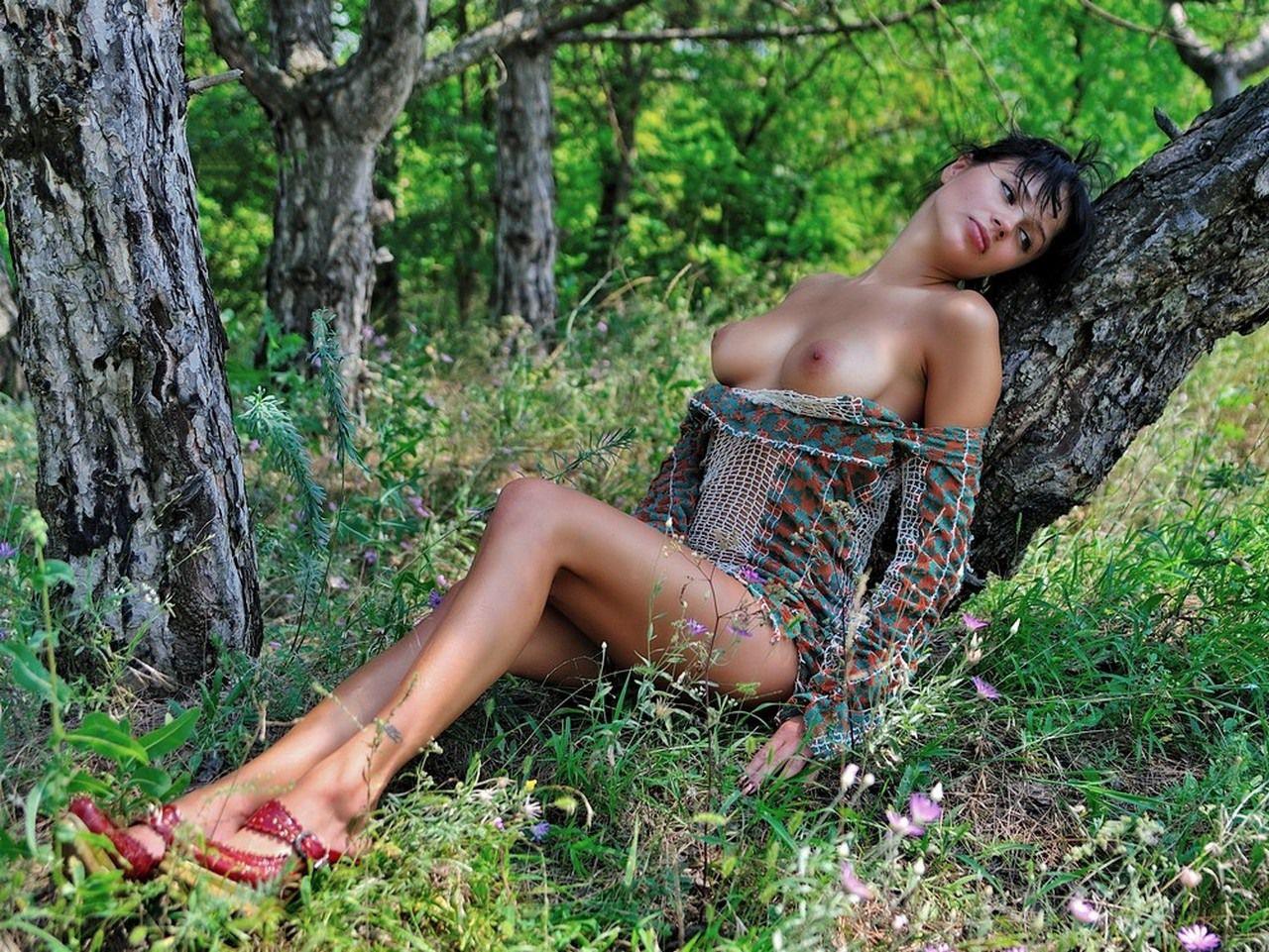 Узбечка в лесу мастербирует 21 фотография