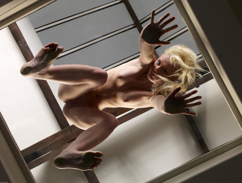 Эротические фото девушек снизу вверх 5 фотография