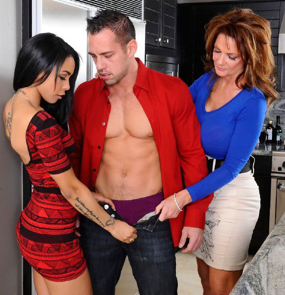 Deauxma, Gulliana Alexis & Johnny Castle - My Friends Hot Mom (January 31, 2014) [HD 1080p]
