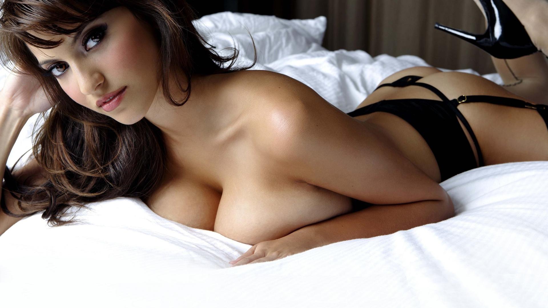 Смотреть мужчина мнет женскую грудь 9 фотография
