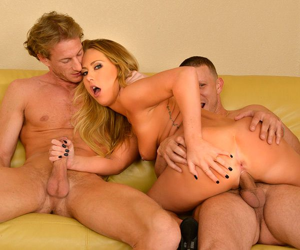 Carter Cruise, Mr. Pete & Ryan Mclane - My Sisters Hot Friend (February 06, 2014) [HD 1080p]