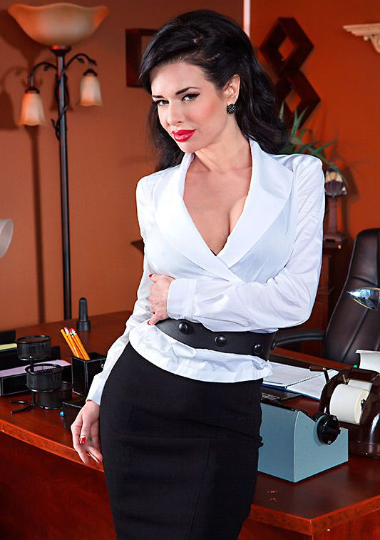 Veronica Avluv - Show Me Who's Boss (March 05, 2014) [HD 720p]