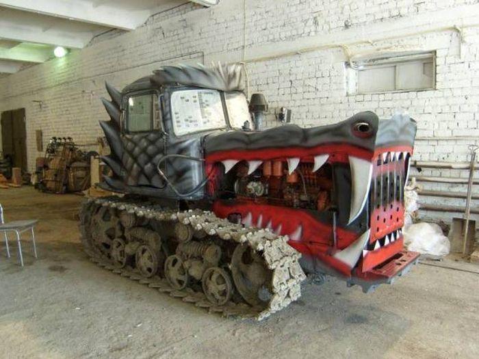Окрас гусеничного трактора 1
