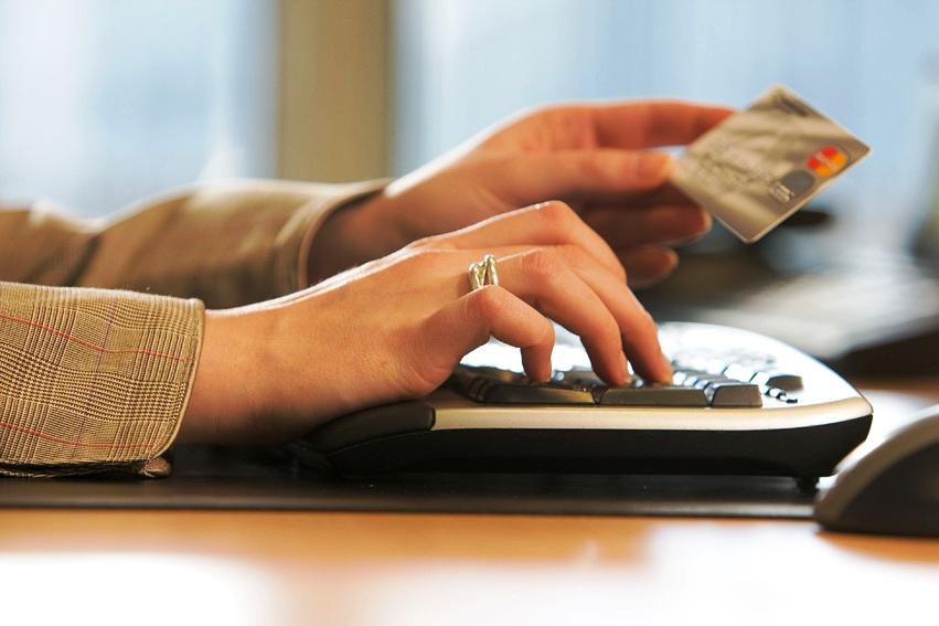 онлайн-заявка на быстрые деньги на банковскую карту