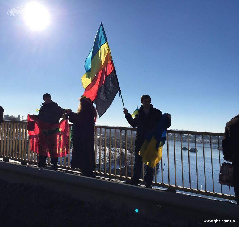 Жители Запорожья выстроили живую цепь на ДнепроГЭСе - Цензор.НЕТ 4313