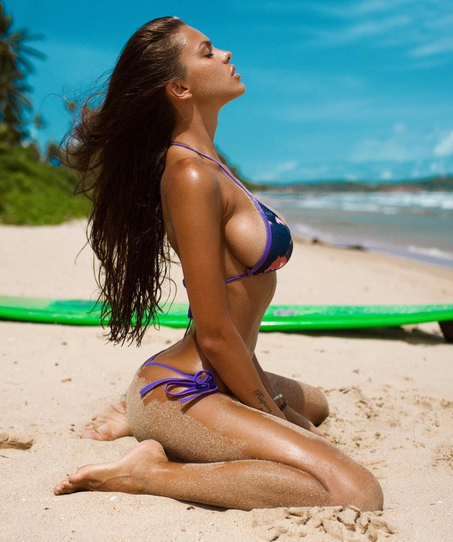 Вики на пляже