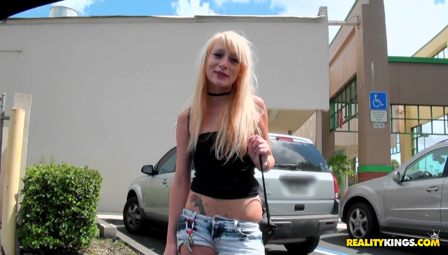[StreetBlowJobs.com / RealityKings.com] Taylor Valentine (Street Walk / 14.10.12) [2012 г., blonde, blowjob, cum in mouth, doggystyle, facial, petite, skinny, small natural tits]
