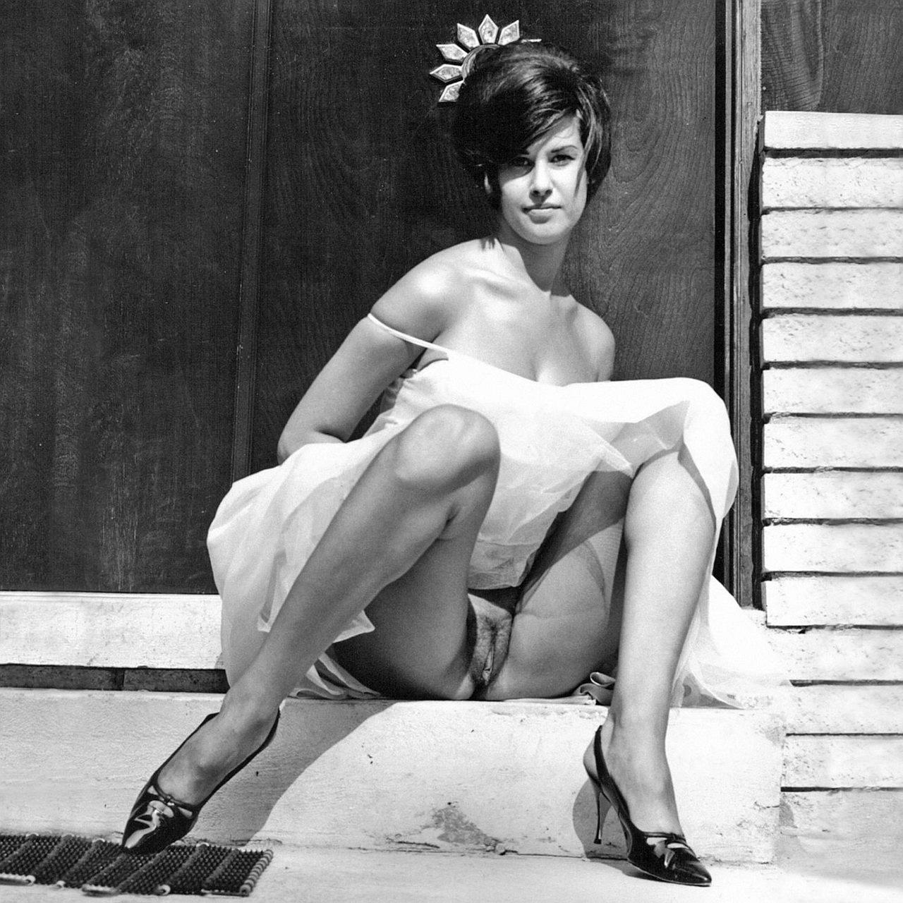free-amature-picture-posts-erotic-photographs