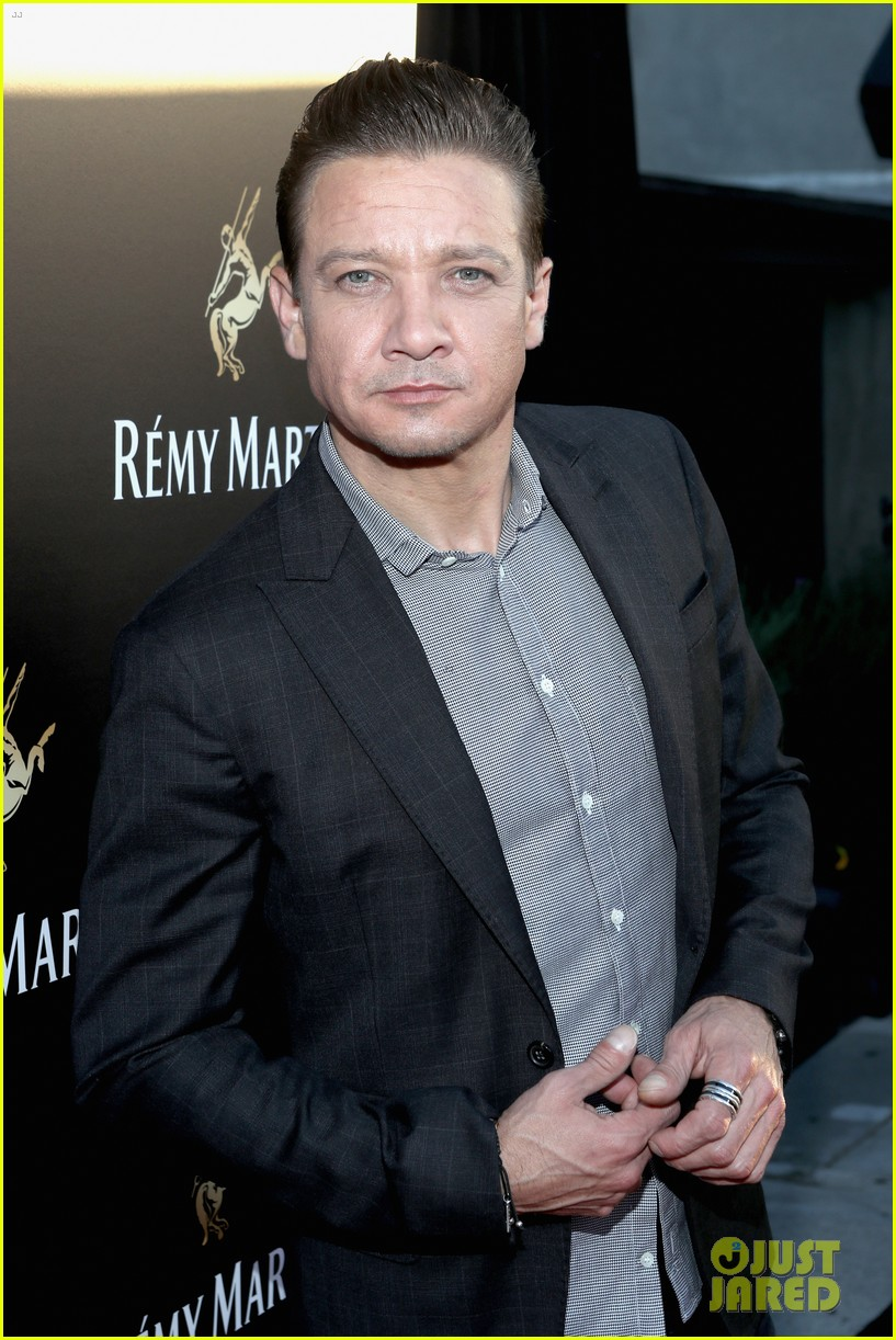 jeremy-renner-reveals-new-poster-for-his-thriller-wind-river-03.jpg