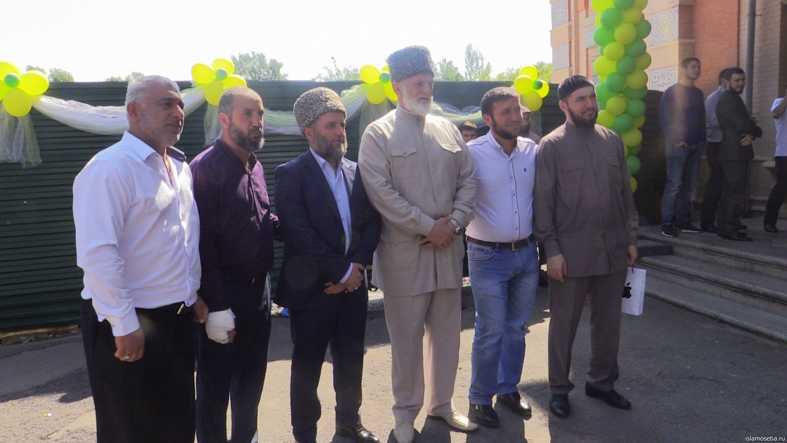 Во Владикавказской мечети прошла праздничная молитва (+ФОТО и ВИДЕО)