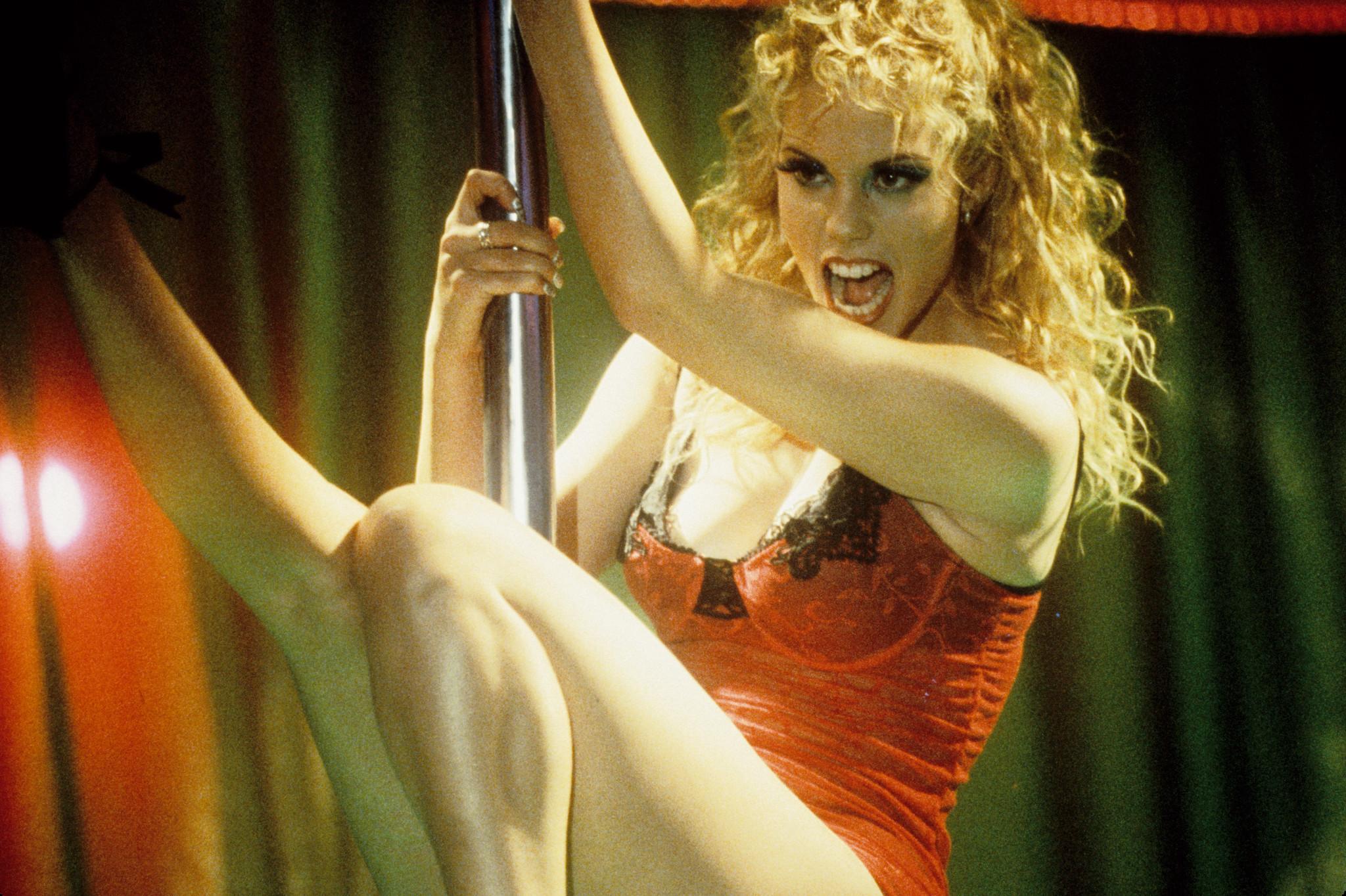 0802180152727_00_Elizabeth Berkley in Showgirls (1995).jpg