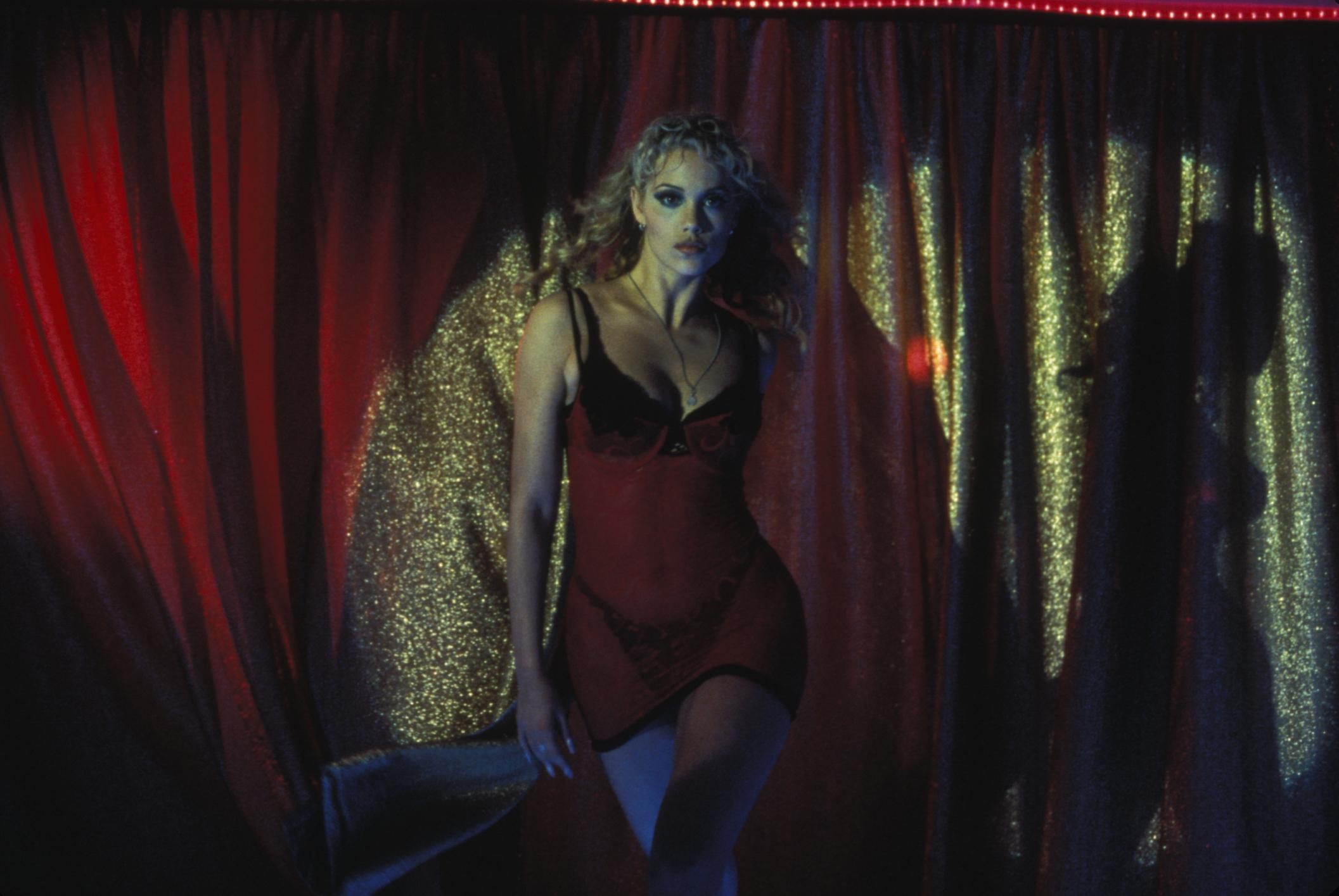 watch showgirls online free movie2k