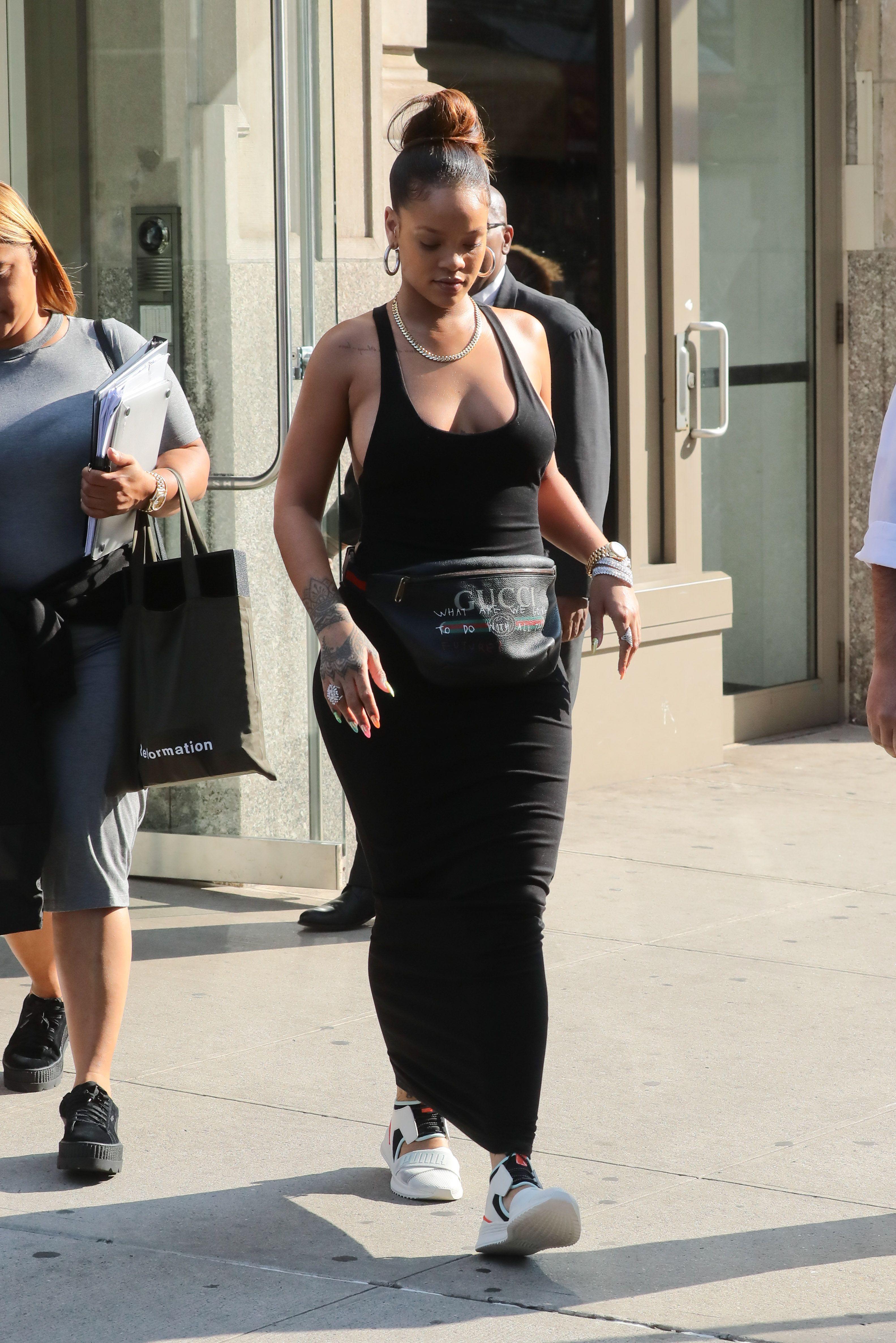 Rihanna-Braless-9-thefappeningblog.com_.jpg