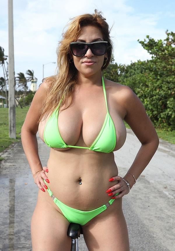 [BigTitsRoundAsses.com / BangBros.com] Jazmyn (A Big Surprise for Big Tits Jazmyn) [2017 г., blowjob, hardcore, latina, big ass, blonde, big tits, shaved, cum shot, bikini, busty, big booty, doggystyle, riding, cow girl, 1080p]