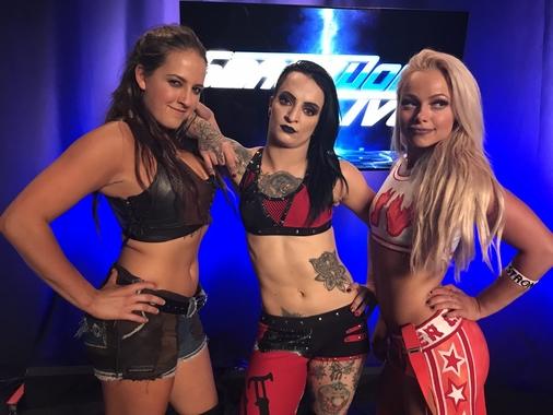 Тройной дебют на Smackdown