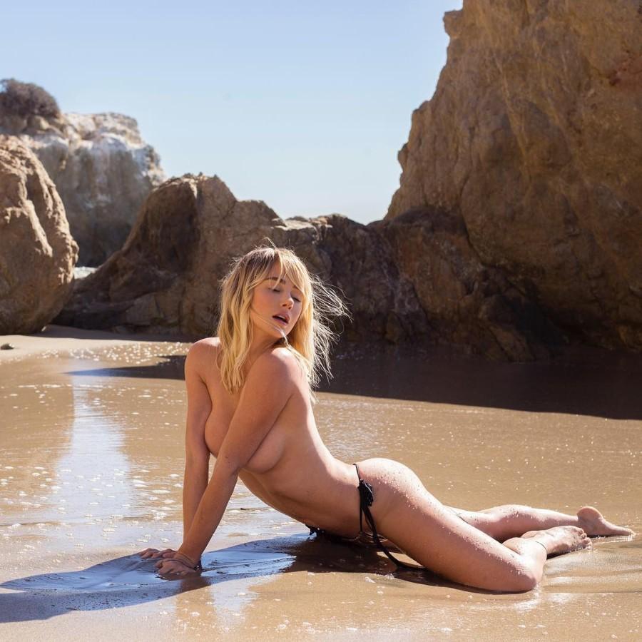 Сара на пляже