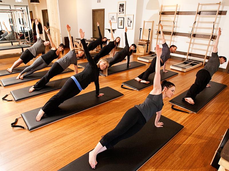 Йога и пилатес: основы популярного женского фитнеса