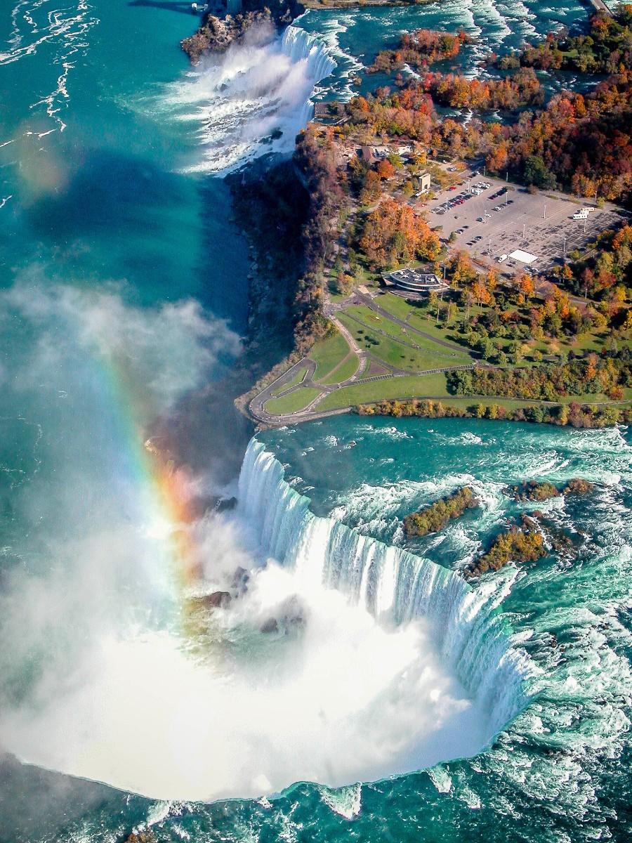 Гигантский водопад