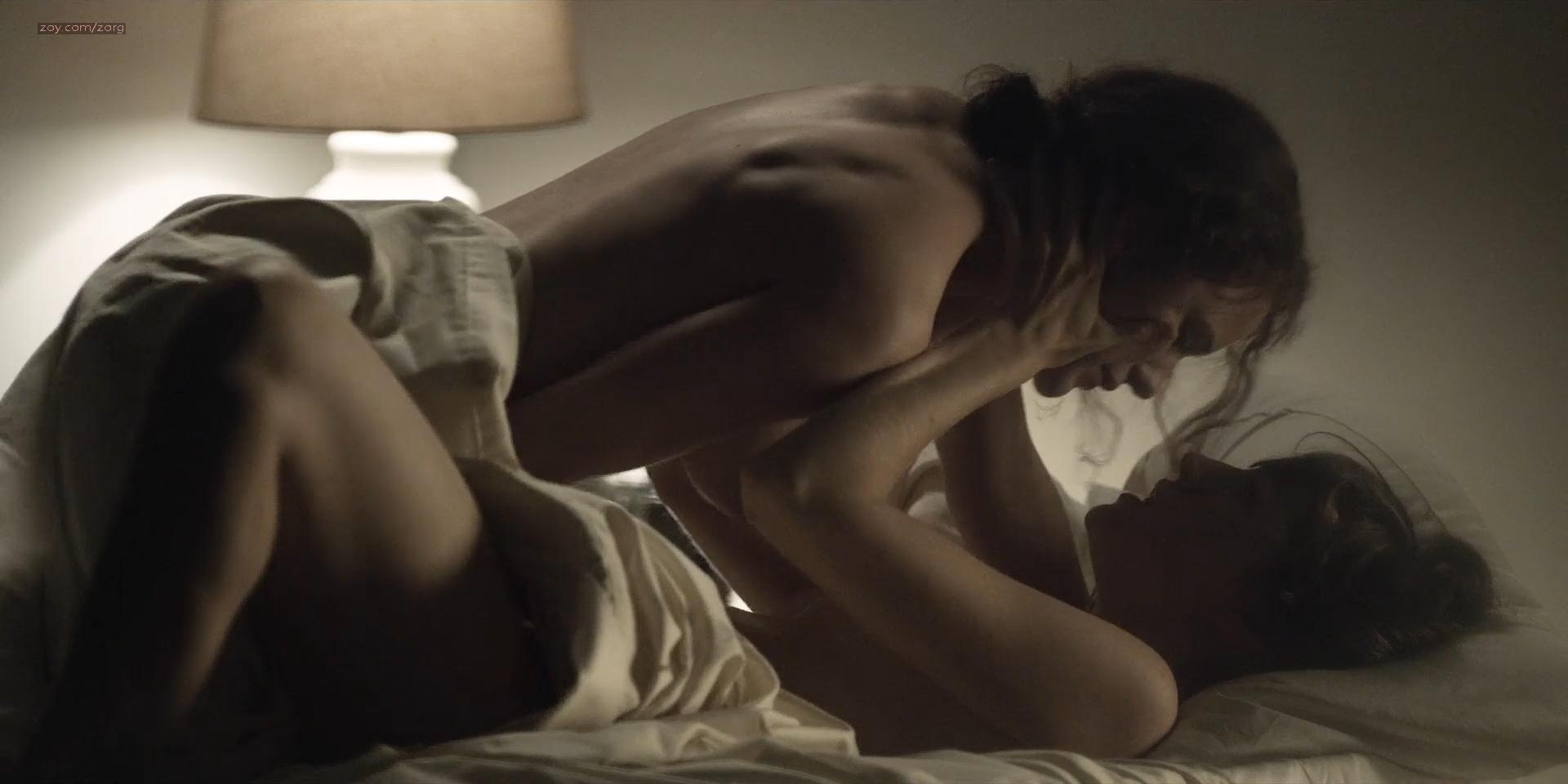 Rachel-Brosnahan-nude-side-boob-House-Of-Cards-2013-s02e6-HD-1080p-7.jpg