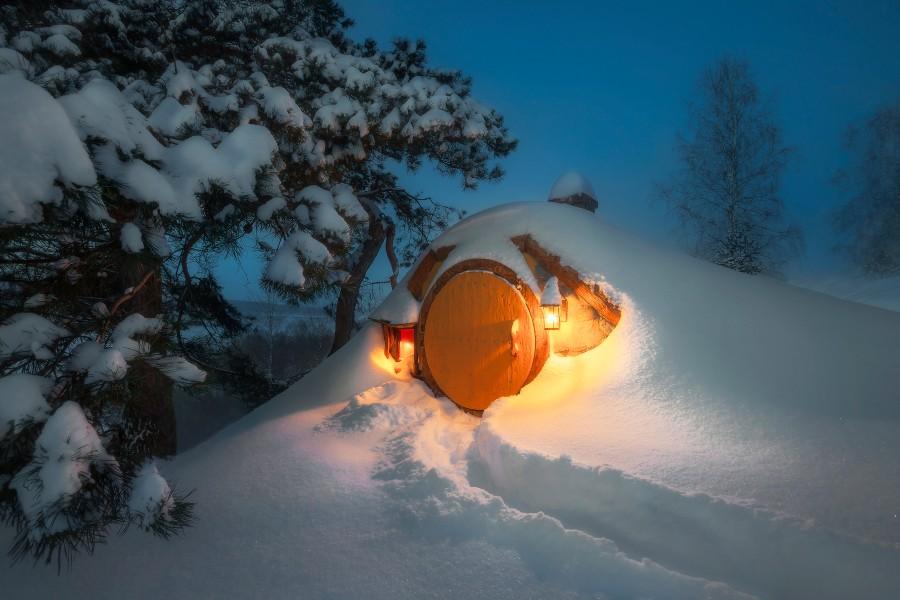 Домик хоббита зимой