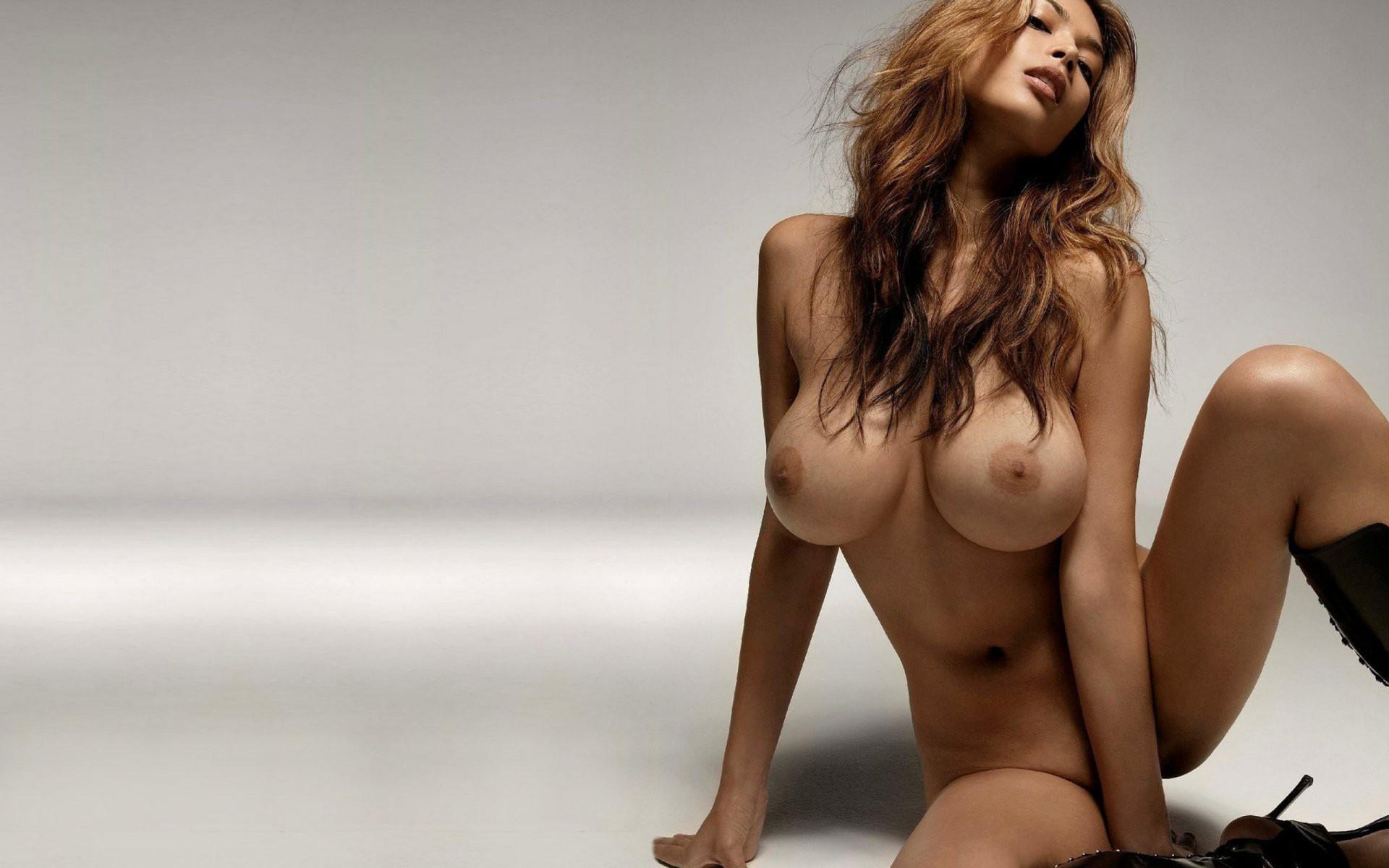 соски большие галереи очень красивых голых девушек несколько лет уже