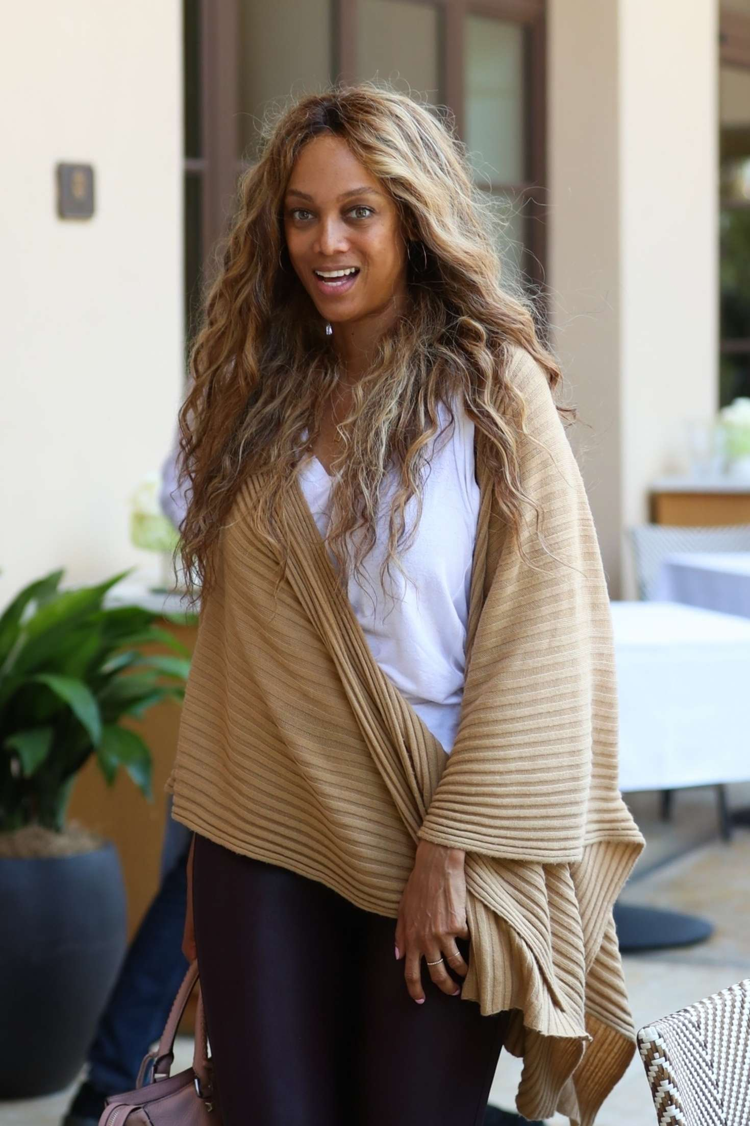 Tyra-Banks_-Grabs-Some-Lunch-at-Montage--01.jpg