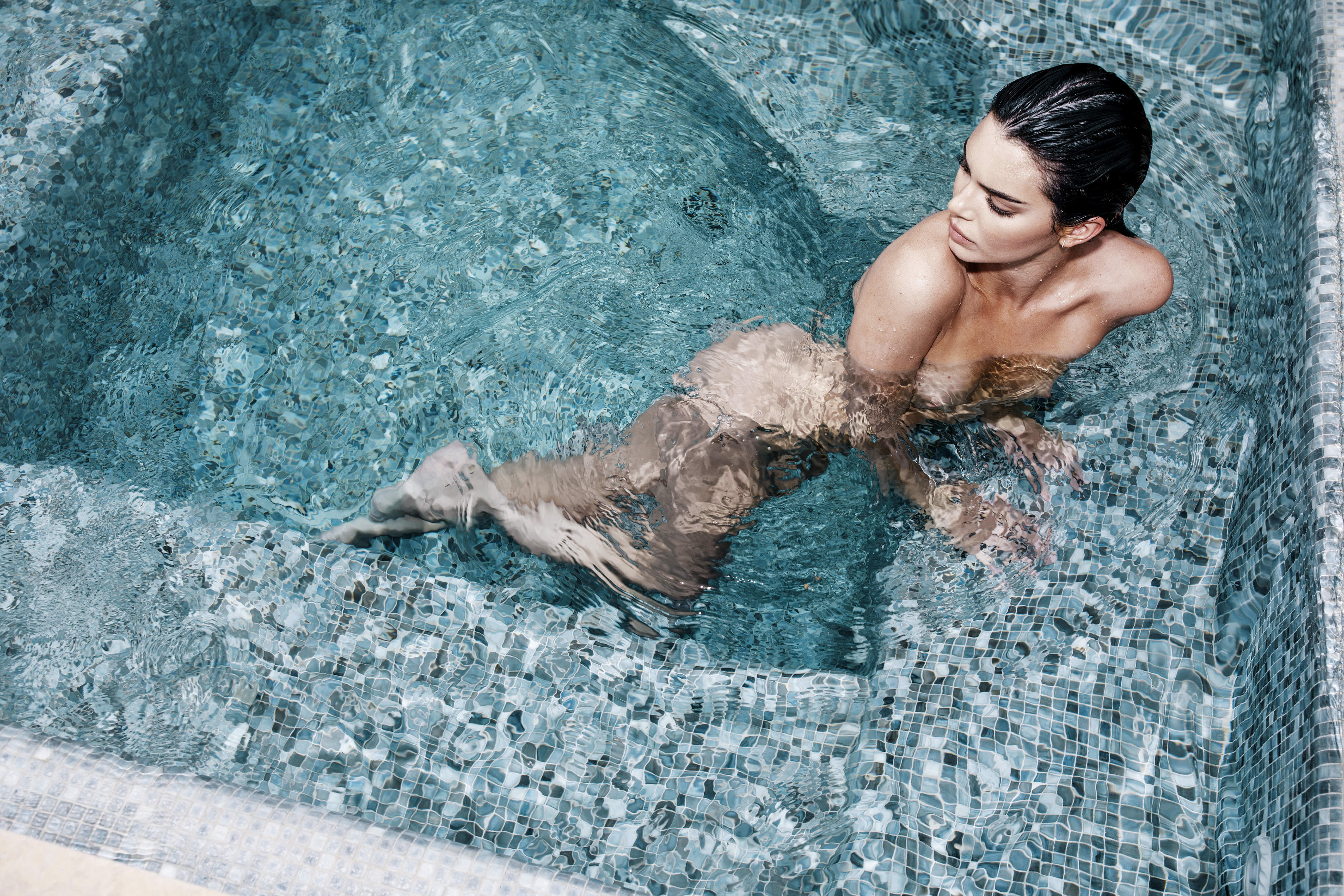 0810235419680_00_Kendall-Jenner-Nude-TheFappeningBlog.com-1.jpg