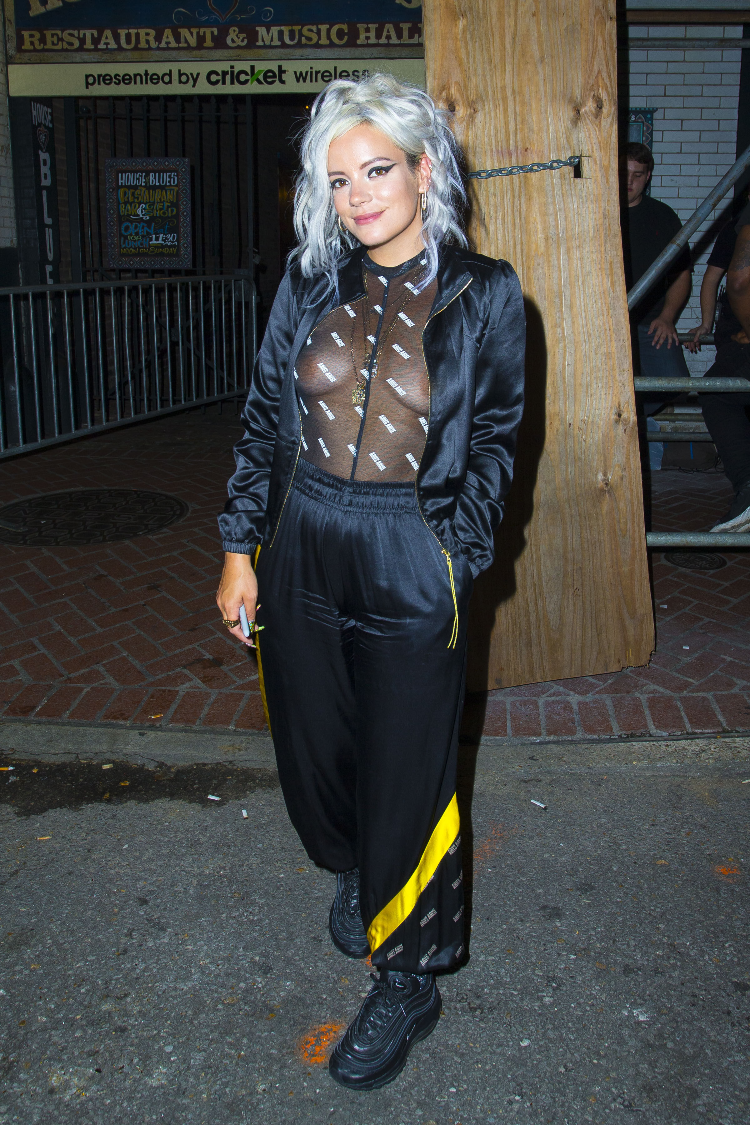 0919040324152_06_Lily-Allen-See-Through-TheFappeningBlog.com-7.jpg