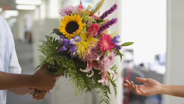 Удобная и быстрая доставка букетов от флористического салона Flori24.ru
