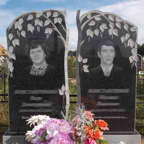 Стелы на могилу из карельского гранита от компании