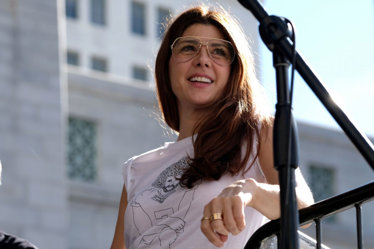 marisa-tomei-at-women-s-march-in-los-angeles-01-19-2019-2.jpg