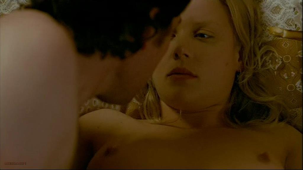0110160553376_01_Abbie-Cornish-nude-topless-sex-Somersault-2004-7.jpg