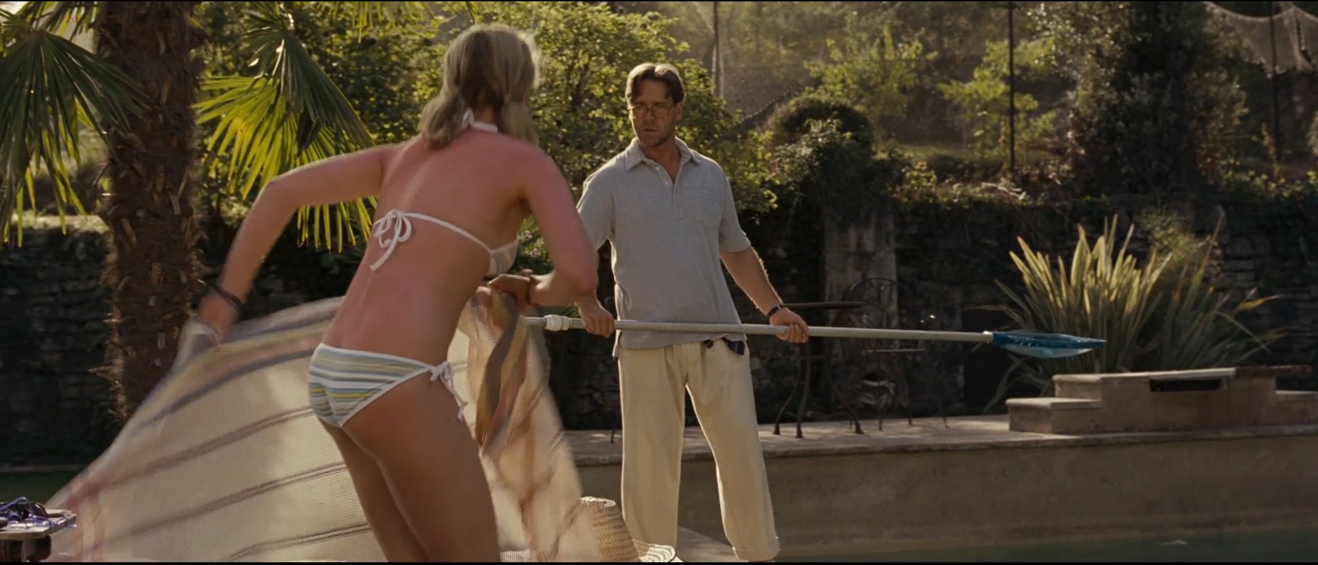 0110164410478_05_Abbie-Cornish-hot-in-bikini-and-nude-butt-crack-and-Marion-Cotillard-sex-and-lingerie-A-Good-Year-2006-hd1080p-3.jpg