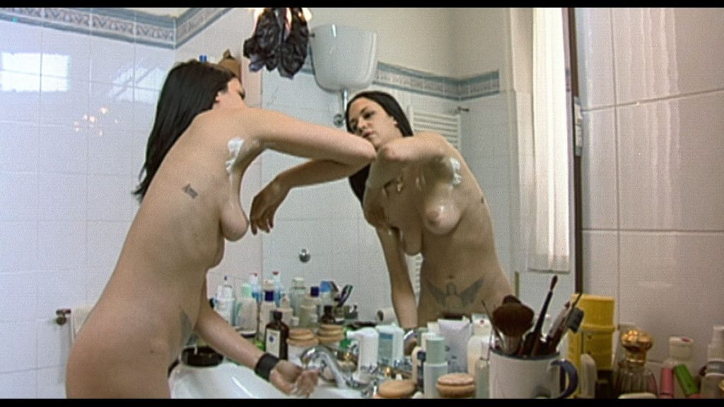 0229045738550_02_Asia-Argento-nude-Selen-and-Vera-Gemma-nude-too-–-Scarlet-Diva-2000-HD-1080p-BluRay-0016-1024x576.jpg