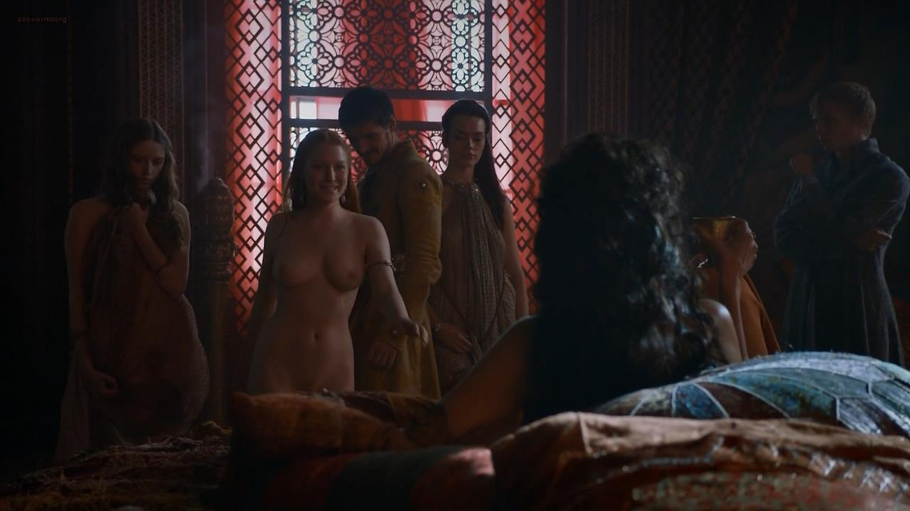 0313180345410_05_Josephine-Gillan-nude-topless-Game-of-Thrones-2014-s4e1-hd720p5.jpg