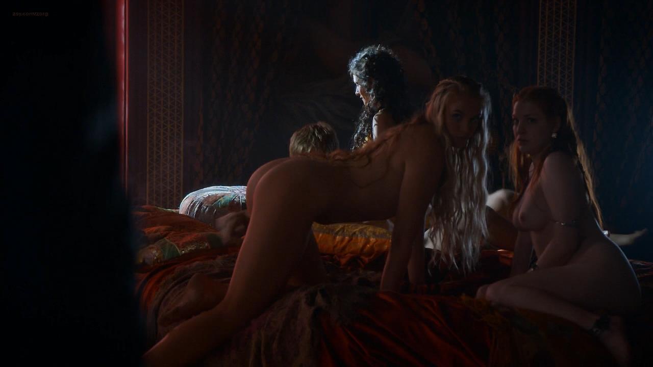 postelnie-stseni-znamenitih-video-video-porno-ebut-ogromnim-chlenom