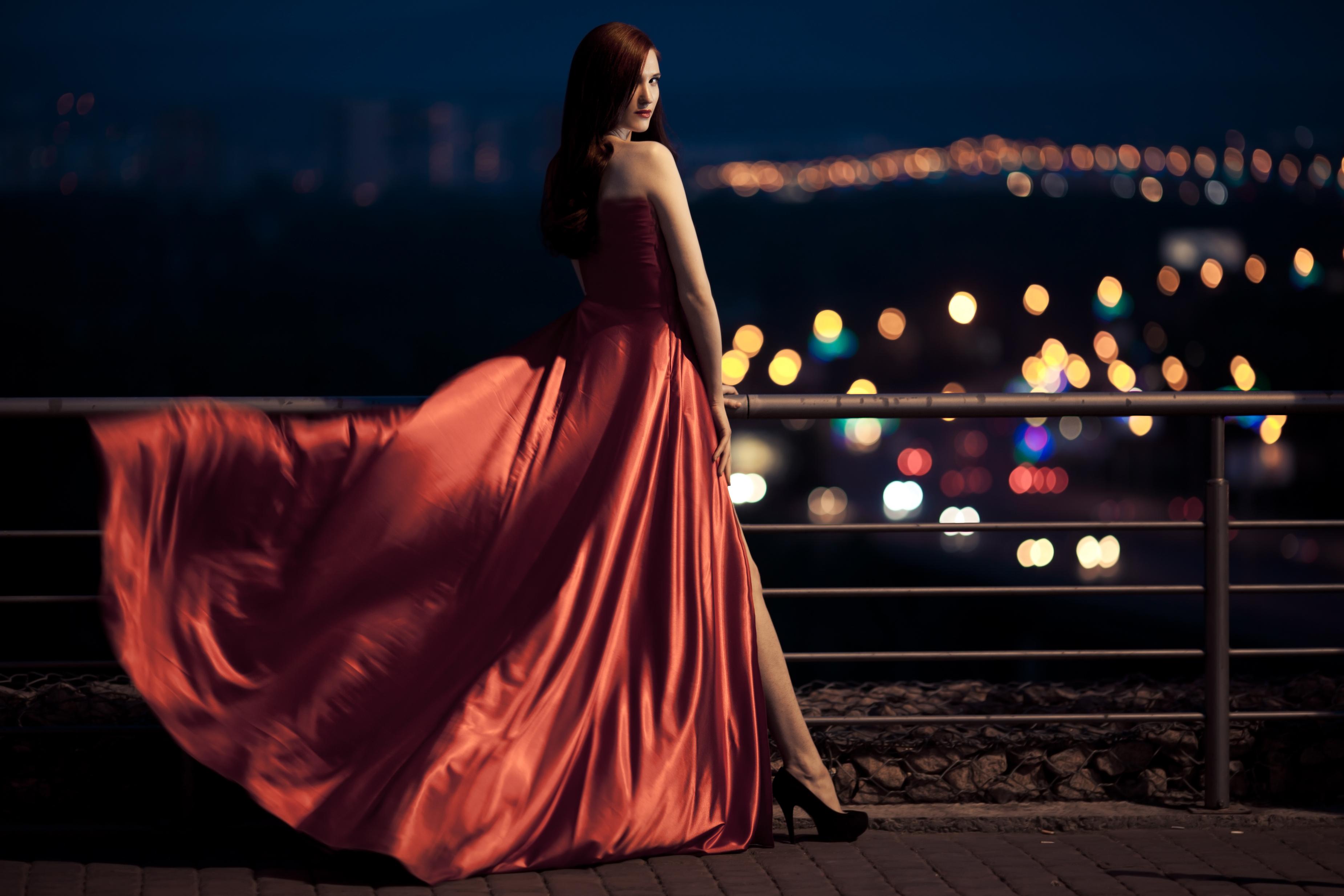Картинки женщина в красном платье со спины