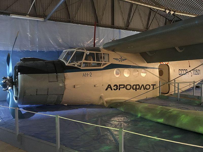 800px-Antonov_An-2_CCCP-70501_in_Gotland's_Defence_Museum.jpg