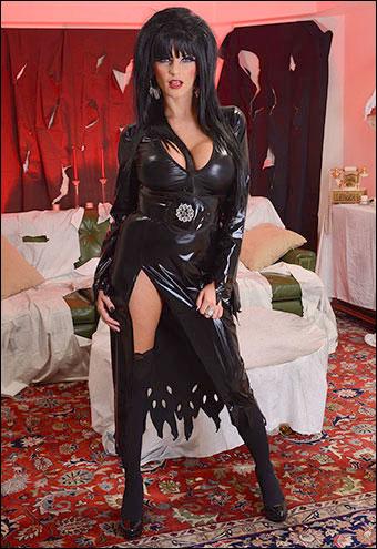 Joslyn James - Эльвира повелительница ебли / Hellvira Mistress Of The Fuck (2012) SiteRip |