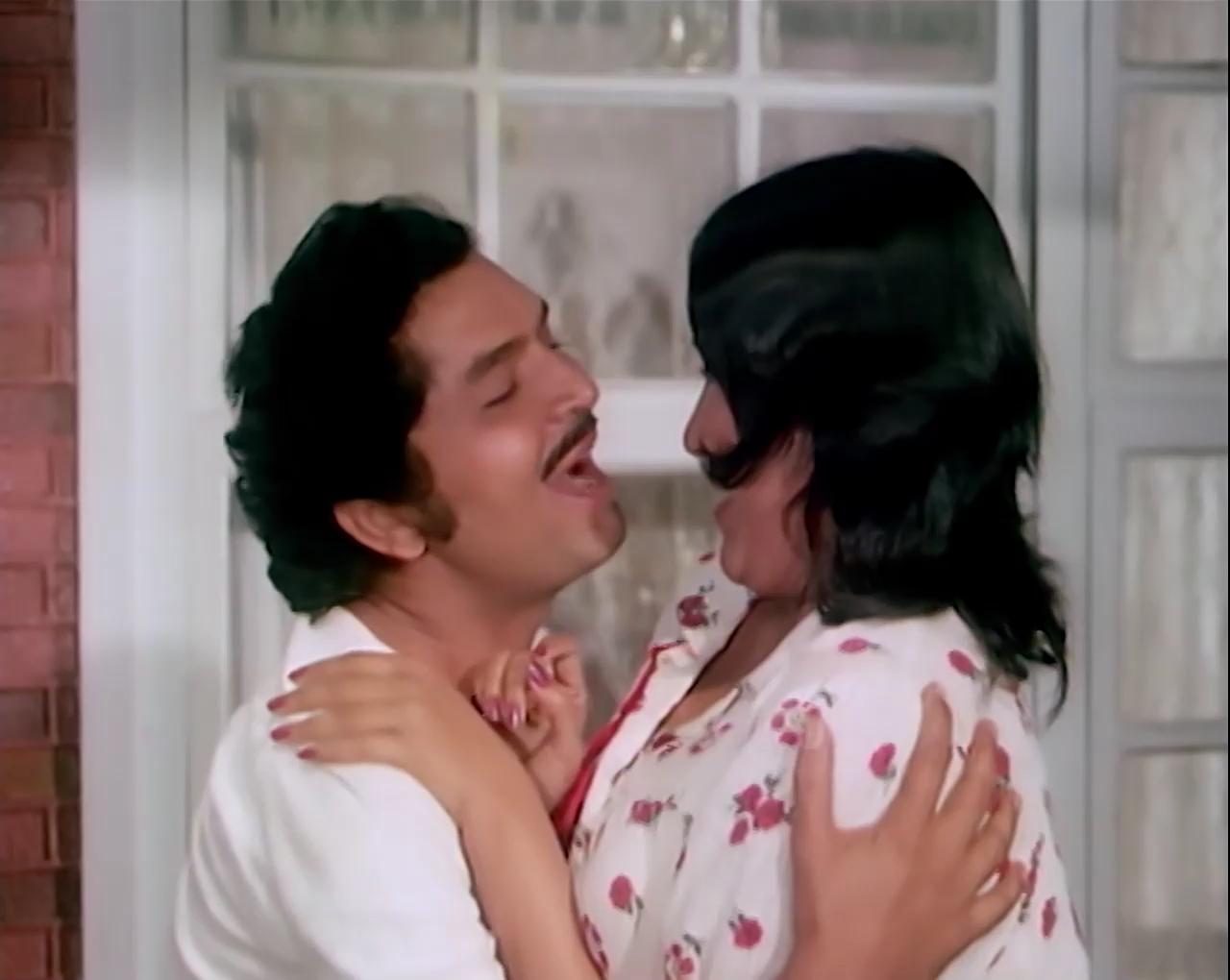 Aashiq.Hoon.Baharon.Ka.1977.WEBRip.AVC.AAC.1080p_DusIcTv[(029502)07-18-49].JPG