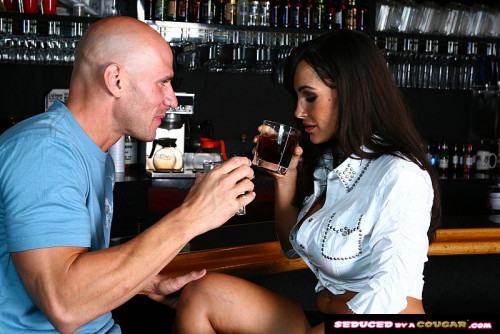 Постер:Lisa Ann - Lisa Ann takes it at the bar * Remastered * (2020) SiteRip