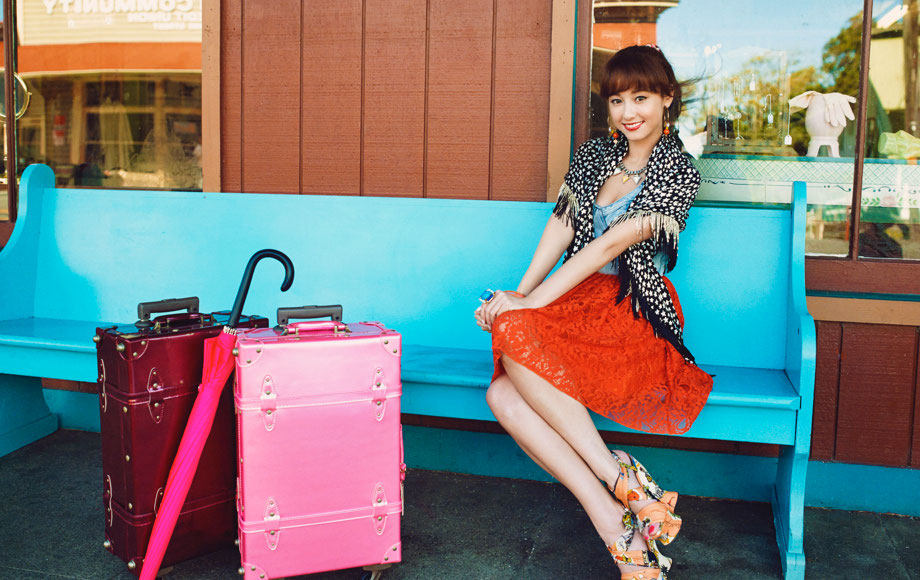 Erika Sawajiri, colored bags [PH201025002020]