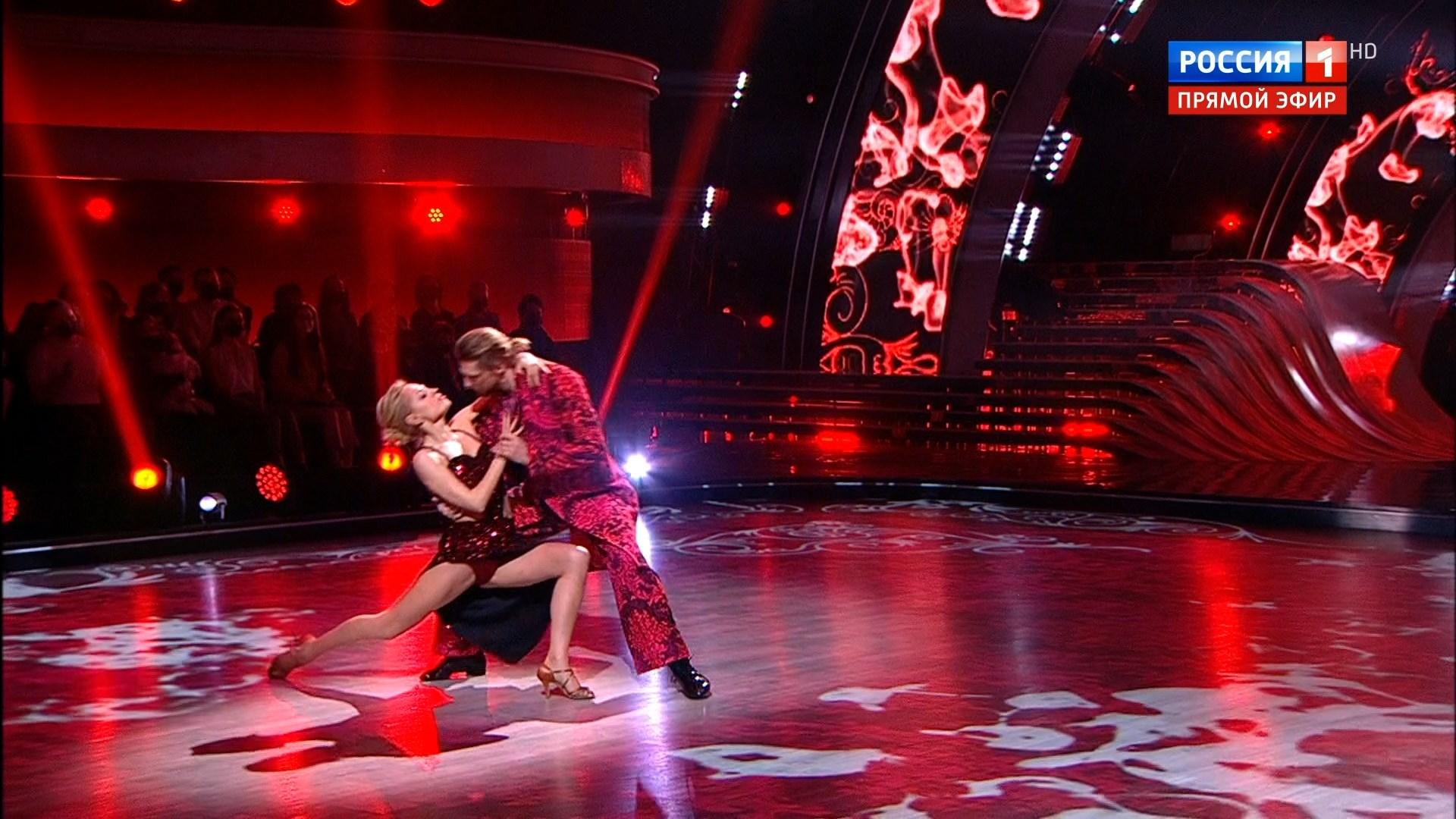 Я. Студилина, Д. Тагинцев. Танцы со звездами. 6 выпуск (2021).ts_snapshot_01.36.119.jpg