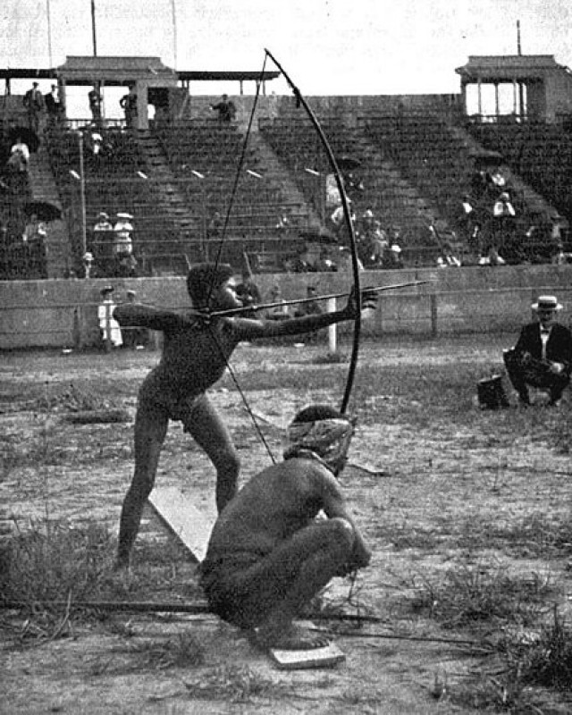440px-Archery_on_Antropology_days_during_1904_Summer_Olympics.jpg