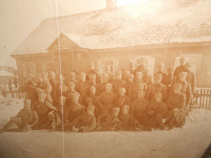 gallery_big_fotootryad_belogvardeycevsyn_polkadevushka_belogvardeec_s_krestom_generala_kellera_pskov_1918_1919g_2.jpg