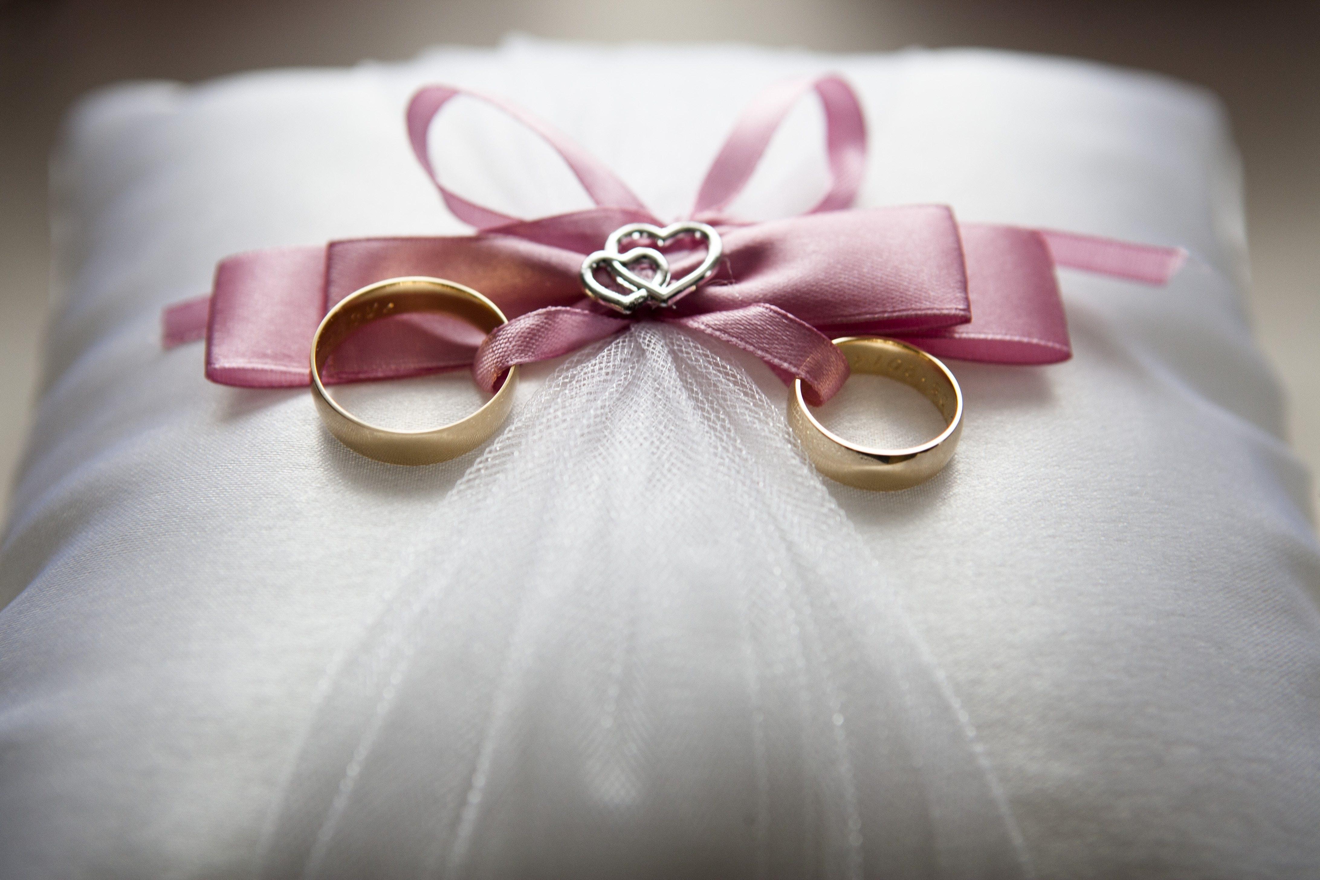 Обручальные кольца из золота: выбор непростого украшения