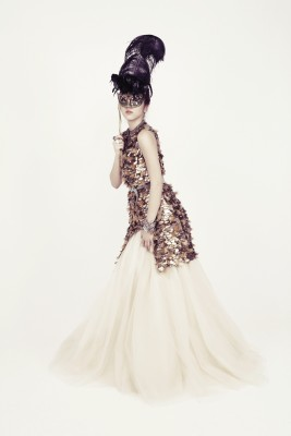 Корейская девушка с классической маскарадной маской. (Son DamBi)