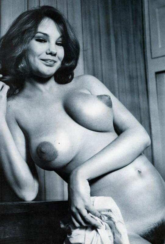 уложили сцену ретро женские груди фото удобней